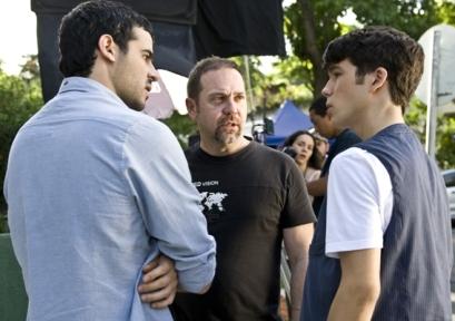 Los actores protagónicos y el director(centro) Miguel Ferrari,jpg1