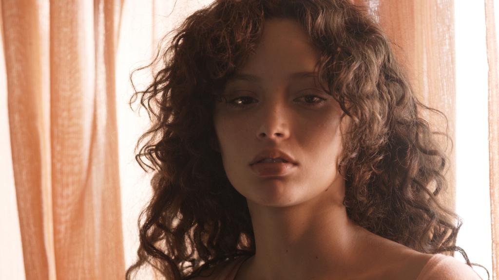 BUTTERFLY Ailin Salas as Romina 1